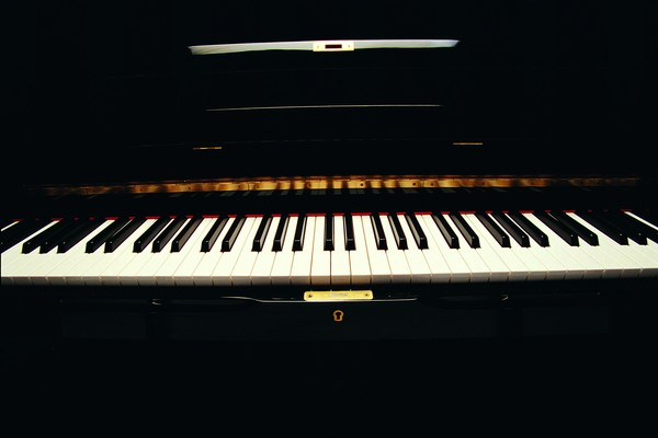 艺术-古典音乐 高档乐器 钢琴 黑白琴键
