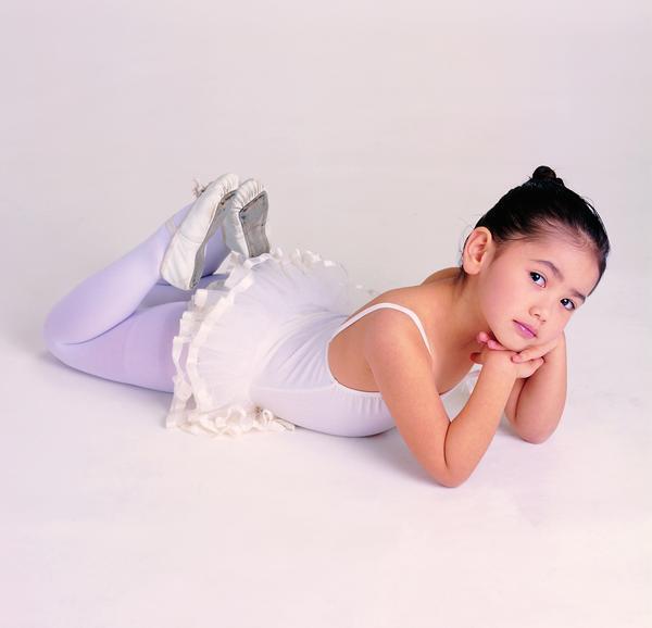 人物-儿童世界 美少女 长筒丝袜 芭蕾舞 趴地上 姿态