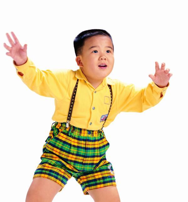 小男孩 胖子 张开 双臂 背带短裤 儿童世界-人物-人物,儿童世界