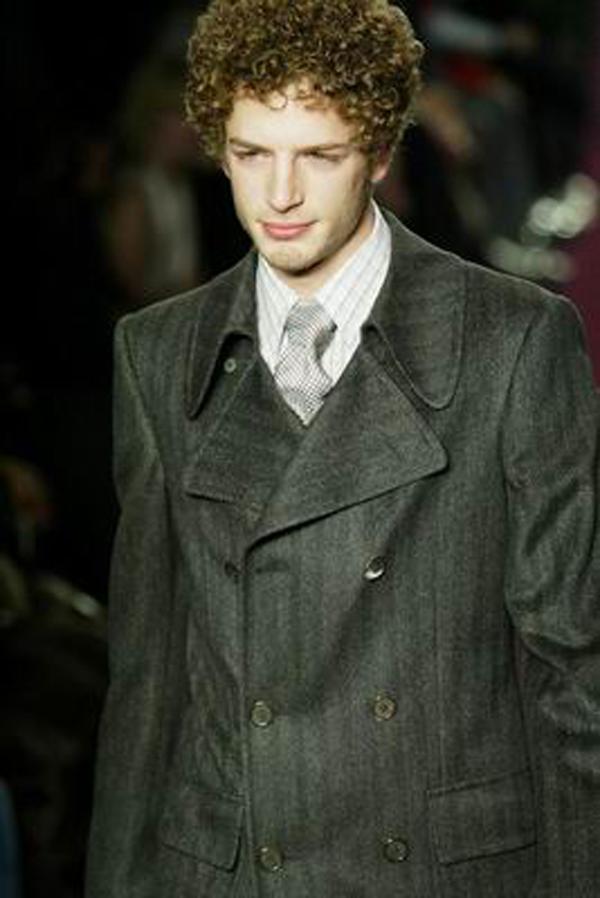 服装设计-巴黎2004男装冬季发布会 条纹格子衬衣 竖纹西服 超级男模