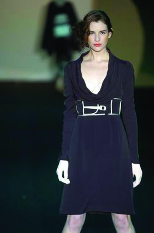 服装设计-米兰2004女装秋冬新品发布会