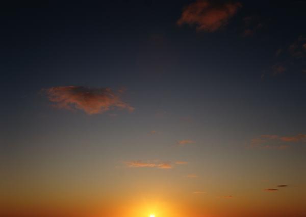 彩霞满天图片-自然风景图 晨光写意 浮云掠过 金色