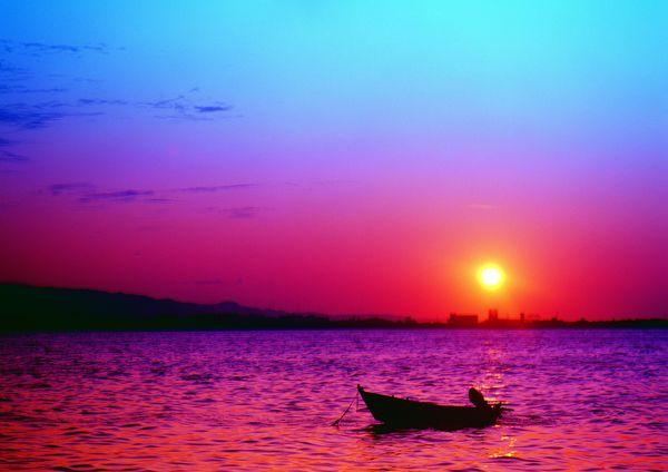 自然风景-自然风光 孤舟 黄昏 微波荡漾
