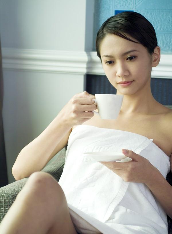 女性休闲SPA图片 休闲图 喝茶 咖啡杯 躺着