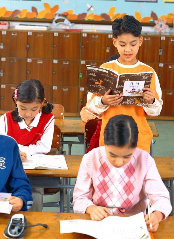 课堂 上课 课桌 小学教育-儿童-儿童,小学教育
