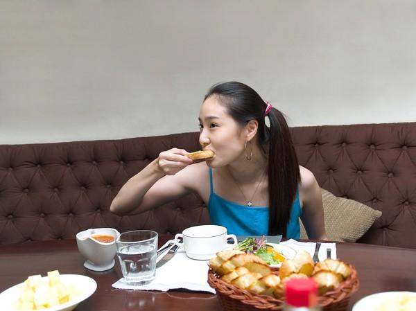 生活吃饭_晚餐恋人图片生活图吃东西