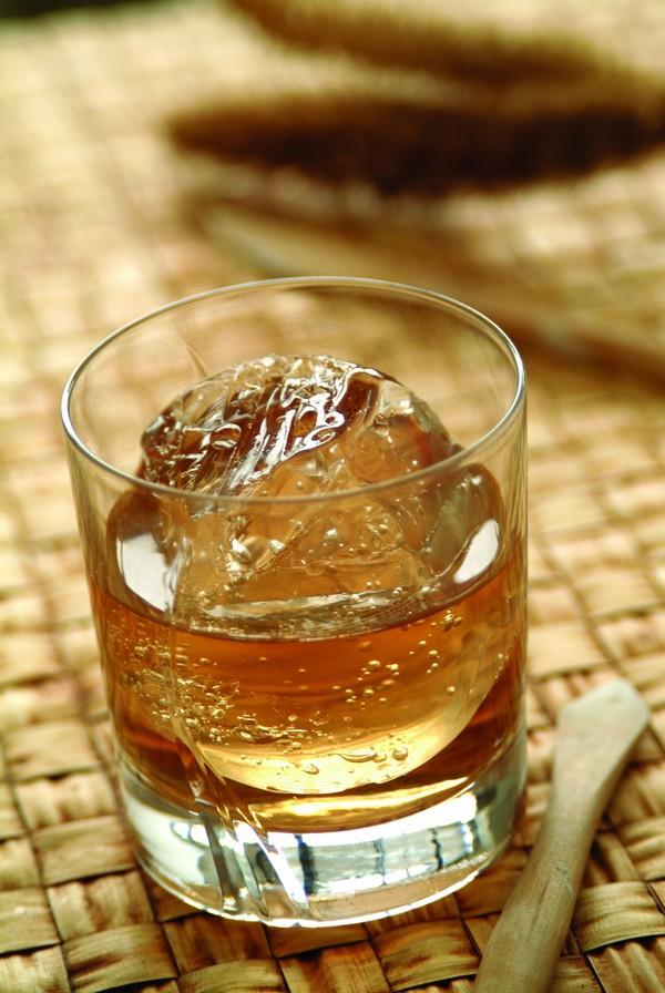 酒图片 饮食图 冰啤 竹子 玻璃杯,饮食,酒