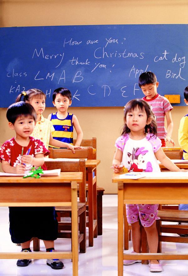 儿童学习图片 人物图 黑板 男孩 女孩,人物,儿童
