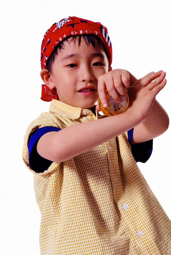 图片儿童小孩-人物图戴帽子调皮表情老人,人搞笑表情包手势a图片图片