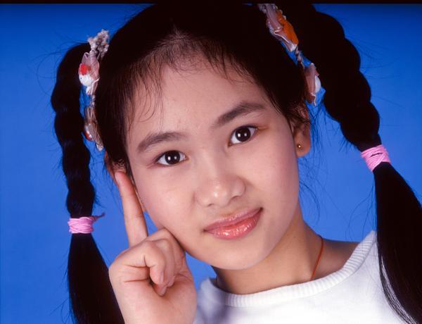 小女孩 思考 马尾辫 天真 儿童世界-人物-人物,儿童世界