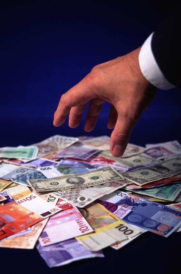 上传图片图标_世界货币图片-商业金融 一只手 拿钱 一堆钱,商业金融-世界货币