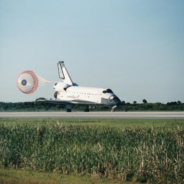 科技-宇宙探索 尾部 飞行器 跑道 飞机 客机 航班