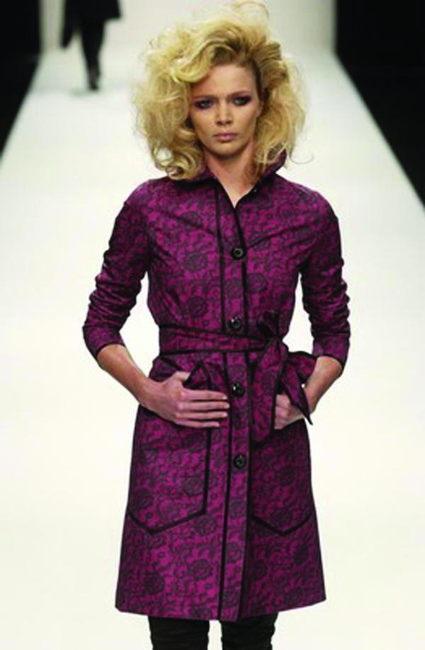 时装 表演 抱腹 伦敦2004女装秋冬新品发布会-服装设计-服装设计,伦敦