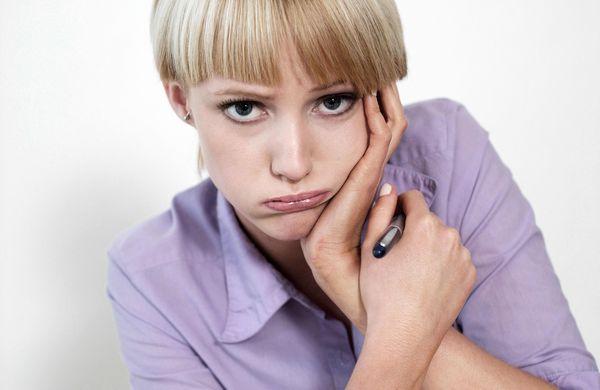 女性表情图片-人物图 牙痛