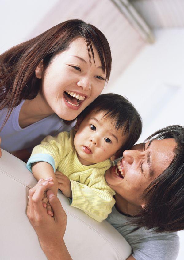生活方式-温馨家庭 温馨的一家人 可爱孩子 大笑图片