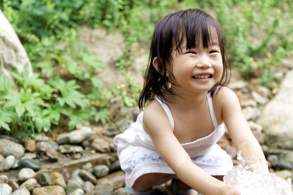 乡村 小河旁 戏水 大自然 空气新鲜 儿童玩耍-儿童教育-儿童教育篇,儿
