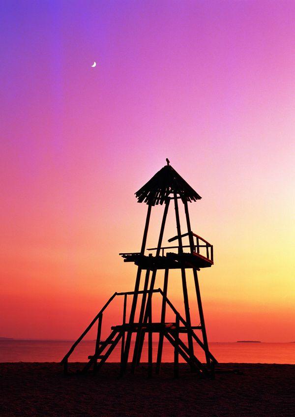 自然风光图片-自然风景图 夕阳 简单建筑物 火